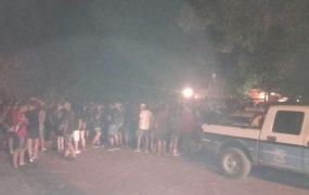 La Policía actuando en el lugar de la fiesta clandestina