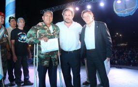 Autoridades y veteranos unidos en la víspera del 2 de abril