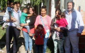 El Intendente visitando a una familia del programa Mil días