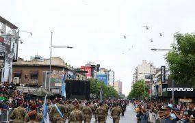 Desfile aéreo en el centro del distrito