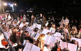 La orquesta y coro Juntos por Más, con chicos y jóvenes de San Miguel