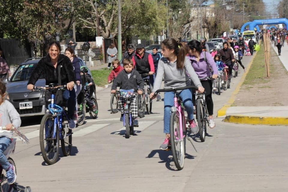 Se inauguró la pavimentación de la Av. Santa Fe con una gran bicicleteada
