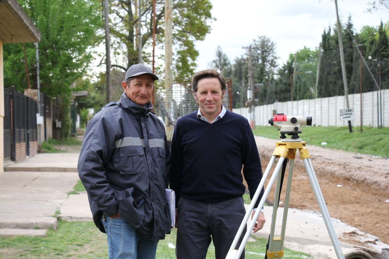 Jaime Méndez supervisó nuevos pavimentos en Santa María